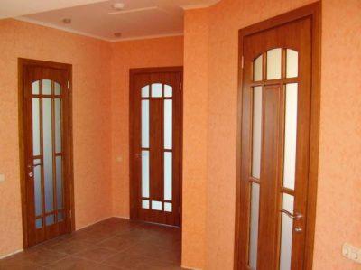 Двери со стеклянными вставками – визуально придают пространству помещения воздушность и легкость