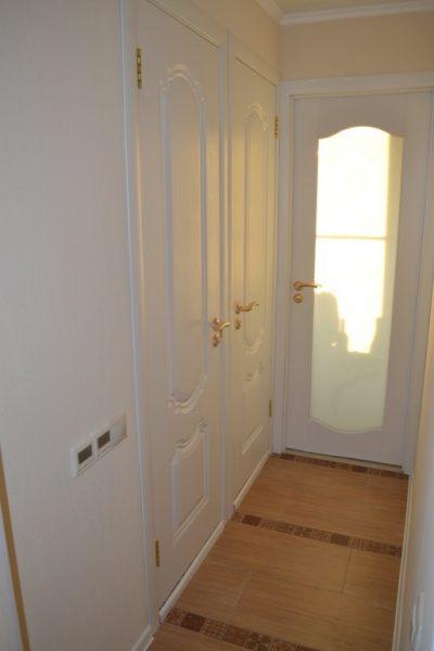 Белый цвет добавляет комнате света и уюта