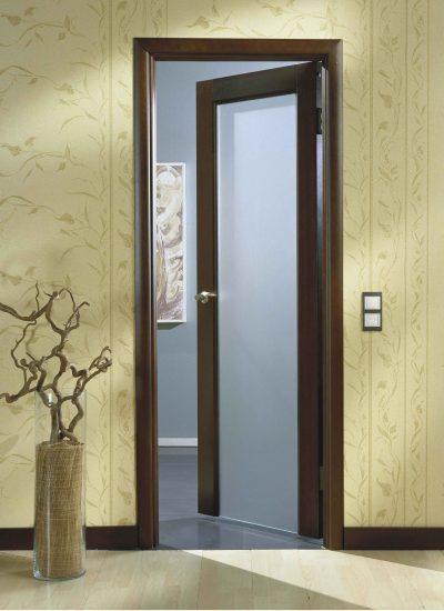 Эффектная дверь, которая вписывается в дизайн интерьера, дополняя его