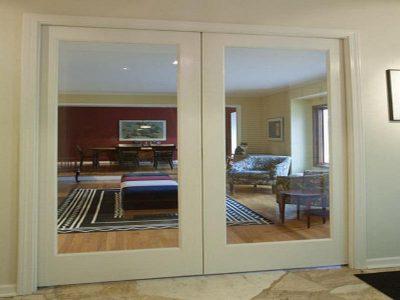 Двустрорчатая раздвижная дверь в гостиную