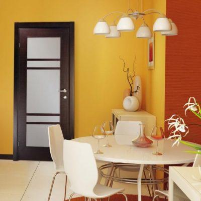 Двери Марио Риоли в интерьере гостиной