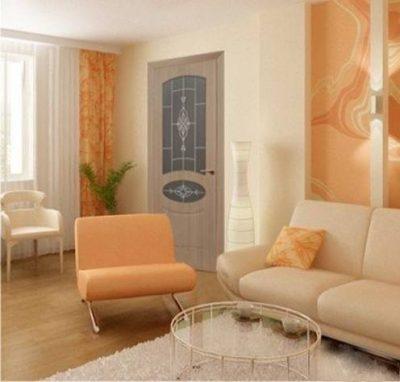 Светлые двери в гостиной