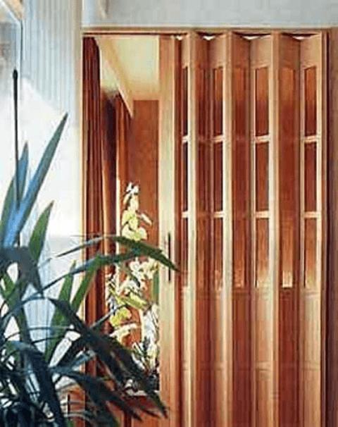 Дверь гармошка с роликовой системой
