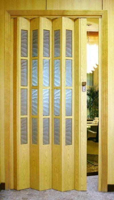 Деревянная дверь-шторка