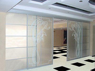 Двери из стекла и пластика
