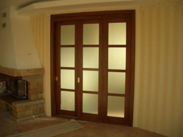 Двустворчатая дверь со стеклом