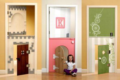 Двухцветная дверь в детской комнате