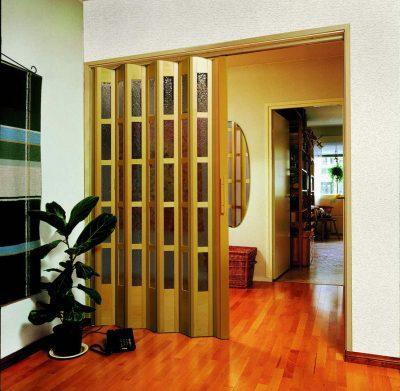 Межкомнатная дверь-гармошка