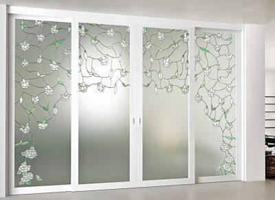 Двухстворчатые системы из стекла могут органично вписаться в интерьер, и дополнить дизайн помещения