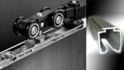 Составные части раздвижного механизма: роликовая каретка и направляющая планка