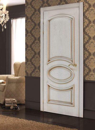 Роскошные белые двери с патиной в дизайне интерьера