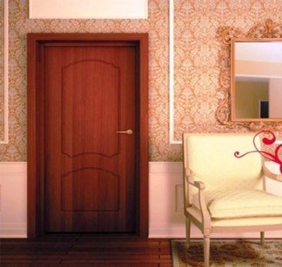 Вы легко примите эту дверь за изделие из натурального дерева