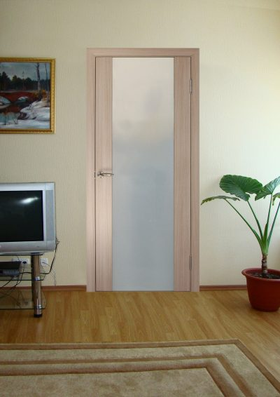 Межкомнатная шпонированная дверь