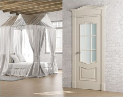 Классическая белая дверь