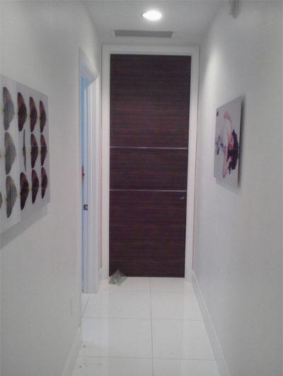 Пример узкой двери в кухню