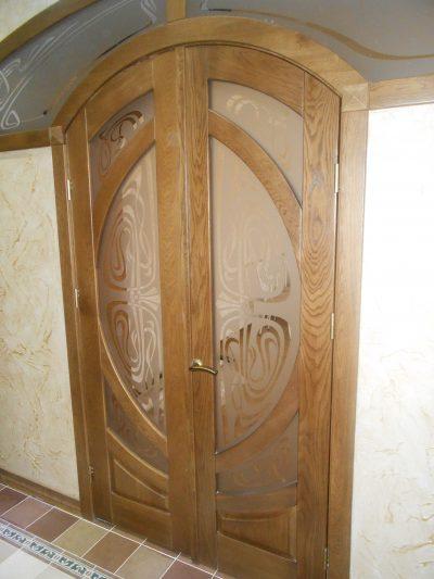Двухстворчатая дверь в нестандартном проеме