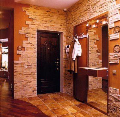 Декоративный камень и входная дверь