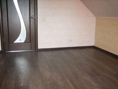 Дверное полотно со вставками разных оттенков