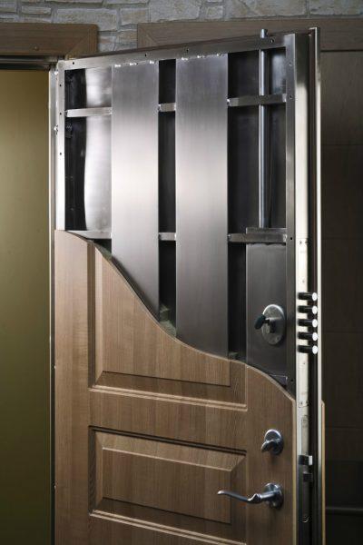 Конструкция бронированной металлической двери