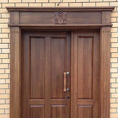 Входная дверь с декоративной облицовкой