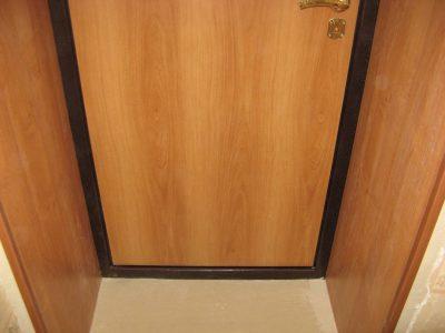 Дверные откосы своими руками, выполненные под имитацию древесины