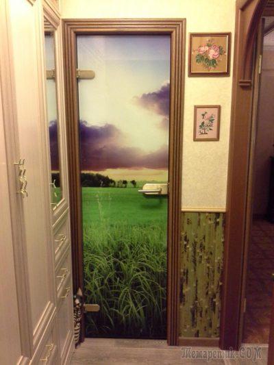 Узкая дверная конструкция для кладовой комнаты