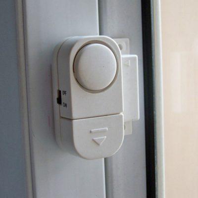 Устройство с датчиком открывания двери