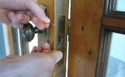 Устройство замка межкомнатной двери с защелкой