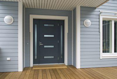 Уличная дверь, созданная финским производителем из металла