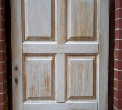 Старая крашеная дверь