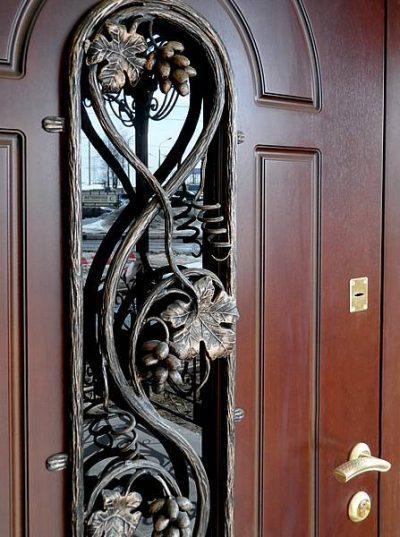 Рис. 5 – Декорирование двери коваными элементами