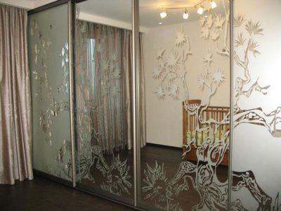 Идея для дверей, дополняющих интерьер комнаты