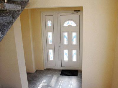 Пластиковые входные двери для частного дома