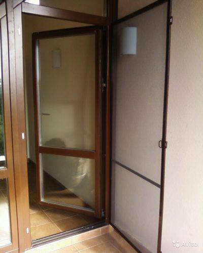 Внутренняя вторая дверь с противомоскитной сеткой