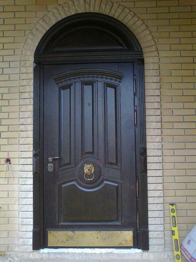 Квадратная дверь с фрамугой