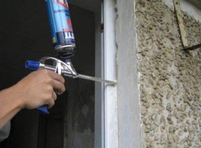 Запенивание монтажной пеной входной двери