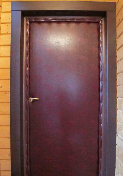 Валик на дверной коробке