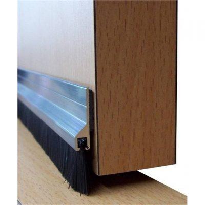 Уплотнительная щетка на внутреннюю дверь