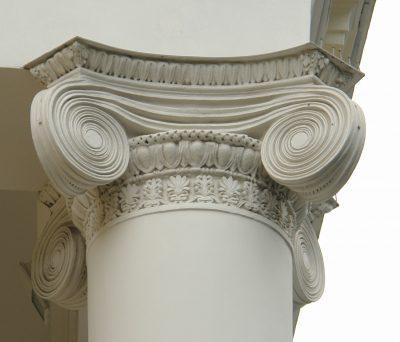 Пример капители на колонне под потолок