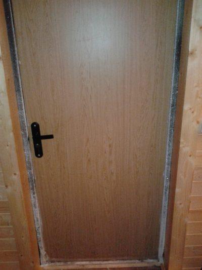 Промерзшая входная дверь