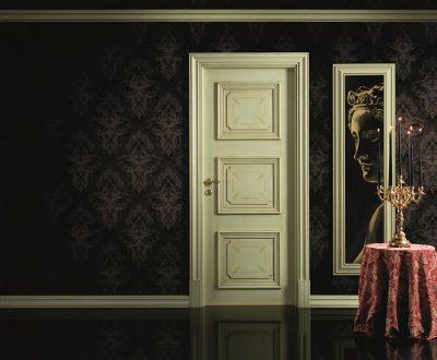 Двери «неоклассика» в темном интерьере
