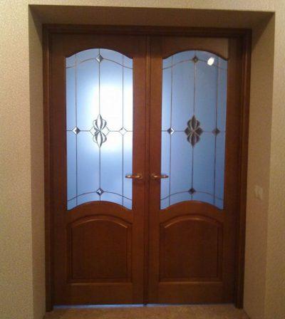Двухстворчатая дверь