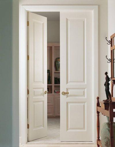 Применение спаренных накладных ручек для удобства открывания двойных дверей распашного типа