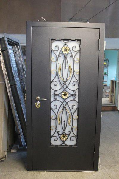 Рис. 15 – Использование кованых элементов для защиты стеклянной вставки