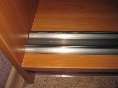 Нижний профиль для шкафа купе
