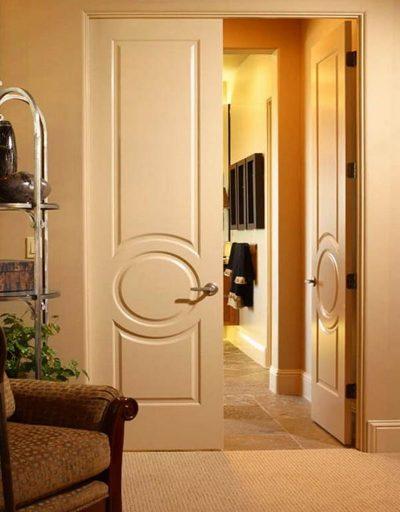 Классическая модель дверной конструкции с шириной в 3 метра, выполненной из МДФ