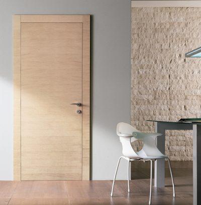 Двери из материала ДВП, имитирующие собой натуральную древесину дуб