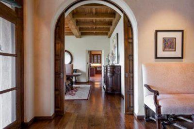 Кассетная дверь в арочном проеме