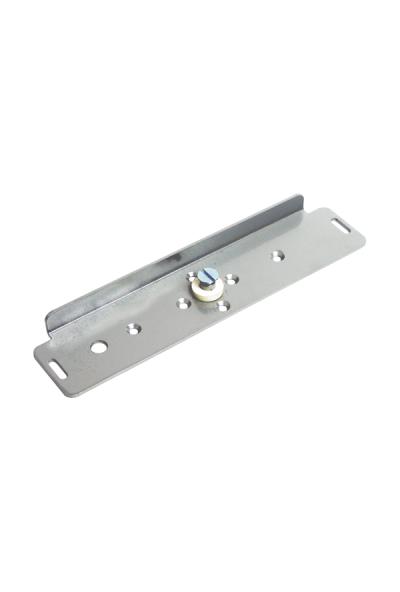 Часть монтажного комплекта для установки якоря на двери, посредством переходной пластины, с возможностью регулировки положения двери.