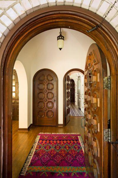 Сочетание входных и межкомнатных дверей